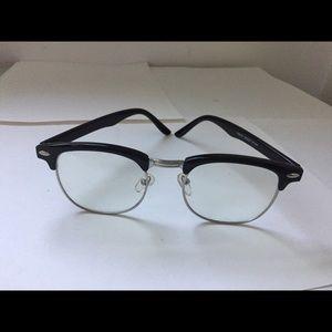Accessories - Trendy glasses. NO prescription